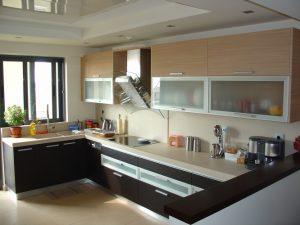 Chuyên nhận làm tủ bếp nhôm kính đẹp, báo giá thi công làm tủ bếp nhôm kính, nhận dịch vụ làm tủ bếp nhôm kính, mẫu tủ bếp nhôm kính đẹp nhất 2018