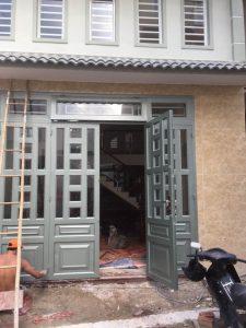 Thợ chuyên nhận làm cửa sắt, cửa sắt giá rẻ, lam cửa sắt đep nhất. báo giá dịch vụ làm cửa sắt tphcm