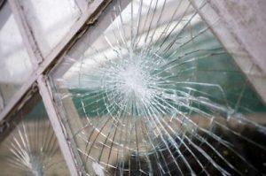 Thay kính cửa bị vỡ