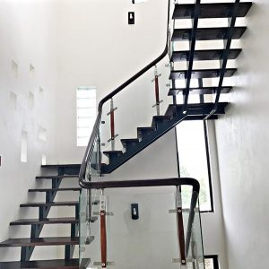 Thi công làm cầu thang sắt