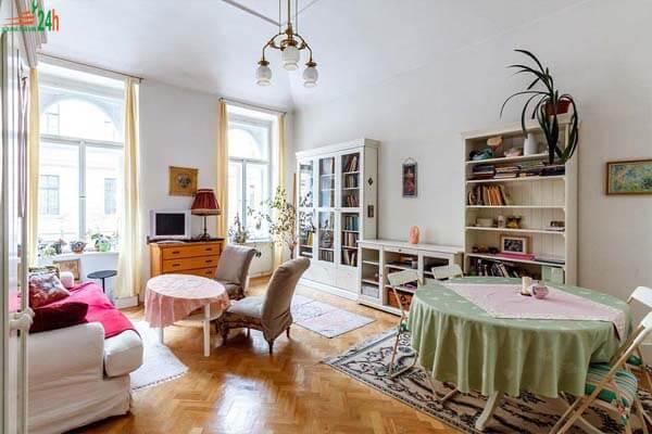 Phòng khách tuy có thiết kế đơn giản nhưng không kém phần tinh tế